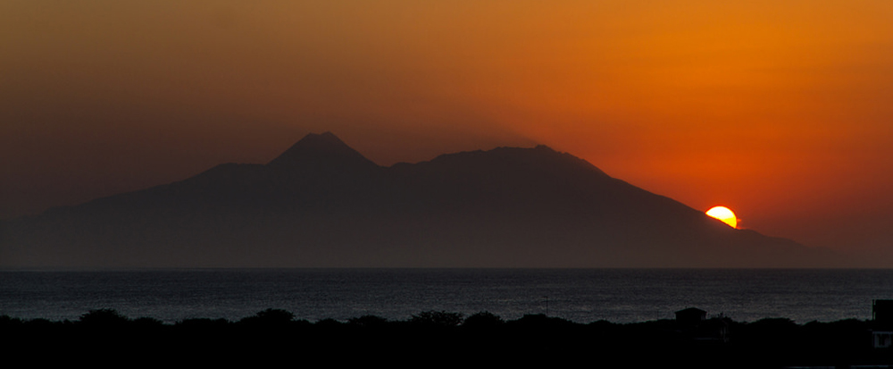 Západ slunce za sopkou Pico de Fogo