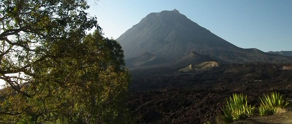 Aktivní vulkán Pico de Fogo na stejnojmenném ostrově Fogo